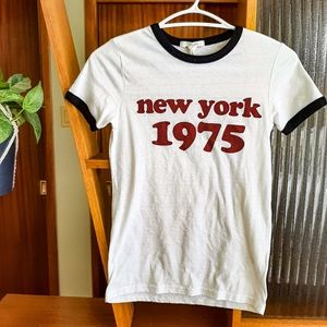 🏝️2/$10 Y2K style White T-shirt Graphic tee New York small tee